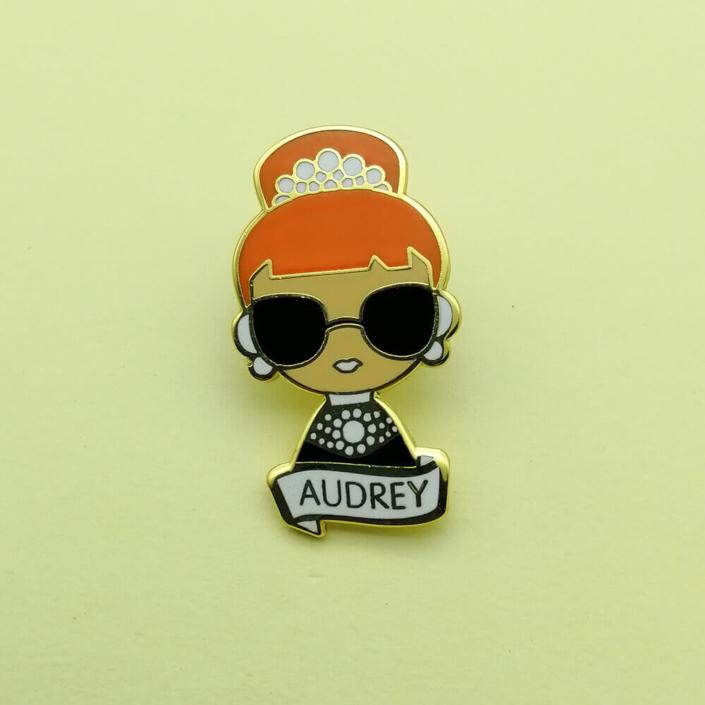 Star cartoon pin